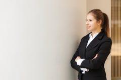 Belle verticale de femme d'affaires photographie stock libre de droits