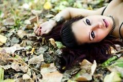 Belle verticale de femme de redhair images libres de droits