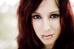 Belle verticale de femme de redhair photos libres de droits