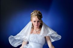Belle verticale de mariée photographie stock libre de droits