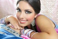 Belle verticale indienne de femme de brunette Image libre de droits