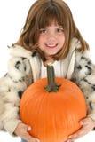 Belle vieille fille de cinq ans avec le potiron Photographie stock