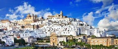 Belle ville blanche d'Ostuni en Puglia, Italie Photos stock