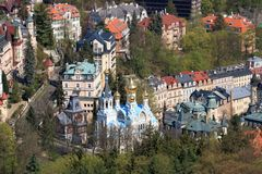 Belle ville Karlovy Vary de station thermale photo stock