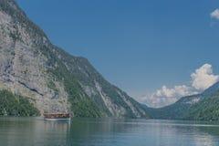 Belle visite d'exploration le long des collines alpines de Berchtesgaden - Schoenau AM Koenigsee photo stock