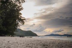 Belle viste dell'isola di Ko LUI in Tailandia nelle ore di crepuscolo e di alba Mare di Andaman Fotografia Stock Libera da Diritti