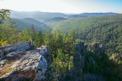 Belle vue à partir du dessus de la montagne, Russie, Ural, Bashkortostan photos stock
