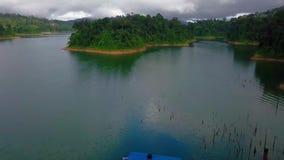 Belle vue aérienne de Belum royal Malaisie banque de vidéos