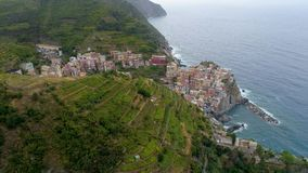 Belle vue aérienne de côte de Cinque Terre en Italie banque de vidéos