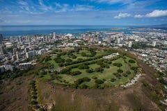 Belle vue aérienne de cratère Oahu Hawaï de Punchbowl photographie stock libre de droits