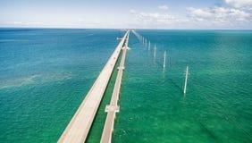 Belle vue aérienne de pont d'outre-mer en route, la Floride photos stock
