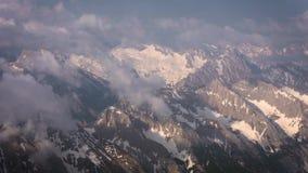 Belle vue aérienne des montagnes banque de vidéos