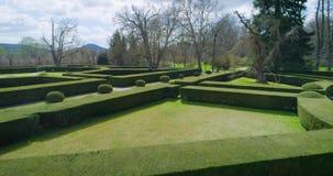 Belle vue aérienne du jardin de château dans Cesky Krumlov, République Tchèque banque de vidéos