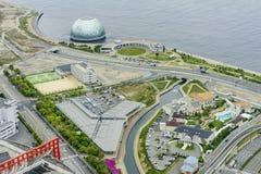 Belle vue aérienne du paysage urbain de port d'Osaka Image stock