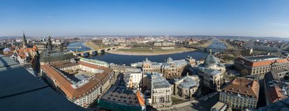 Belle vue aérienne ensoleillée grande-angulaire superbe de Dresde image libre de droits