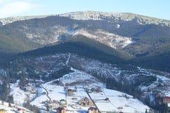 Belle vue aux montagnes carpathiennes Photos stock