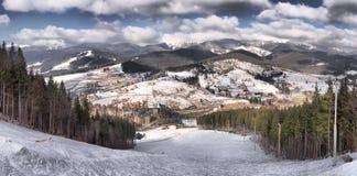 Belle vue aux montagnes carpathiennes, Ukraine photo stock
