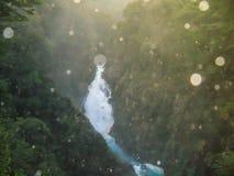 Belle vue avec des baisses de cascade de Chachin en visibilité directe les Andes de San Martin De Photo stock
