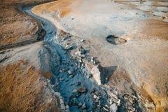 belle vue d'érosion dans des formations de roche à la source thermale photo stock