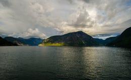 Belle vue d'été de fjord norvégien Photos libres de droits