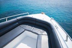 Belle vue d'île de bateau de vitesse Images libres de droits
