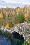 Belle vue d'un canyon dans Ruskeala Photos libres de droits