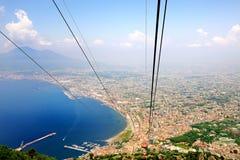Belle vue de baie de Naples de benne suspendue de Faito Photo libre de droits
