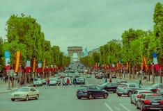 Belle vue de Champs-Elysees et d'Arc de Triomphe Image libre de droits