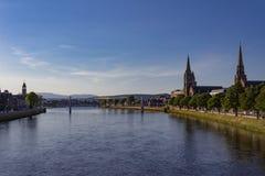 Belle vue de crépuscule de panorama d'Inverness Ecosse photographie stock