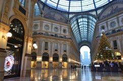 Belle vue de début de la matinée au décoré pour la galerie de Vittorio Emanuele II de Noël images stock
