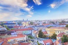 Belle vue de l'église de Minorit et du panorama de la ville d'Eger, Hongrie Photos stock