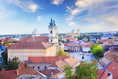 Belle vue de l'église de Minorit et du panorama de la ville d'Eger, Hongrie Photos libres de droits