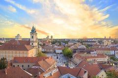 Belle vue de l'église de Minorit et du panorama de la ville d'Eger, Hongrie Photo stock