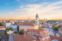 Belle vue de l'église de Minorit et du panorama de la ville d'Eger, Hongrie Photographie stock libre de droits