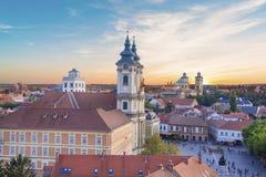 Belle vue de l'église de Minorit et du panorama de la ville d'Eger, Hongrie, au coucher du soleil Photos libres de droits