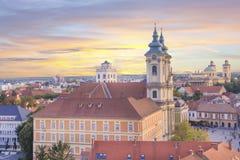Belle vue de l'église de Minorit et du panorama de la ville d'Eger, Hongrie, au coucher du soleil Photographie stock
