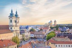 Belle vue de l'église de Minorit et du panorama de la ville d'Eger, Hongrie, au coucher du soleil Photo libre de droits