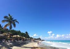 Belle vue de l'océan Plage avec le sable blanc cuba photographie stock libre de droits