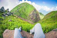 Belle vue de la première personne d'une haute montagne, déformation de fisheye photos stock