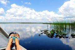 Belle vue de lac du bateau Photos stock