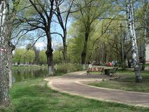 Belle vue de lac en premier ressort, banlieue de Moscou Images stock
