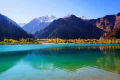 Belle vue de lac Issyk Images libres de droits