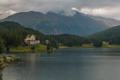 Belle vue de lac Sankt Moritz, Engadine supérieur, canton de Graubunden Photos stock