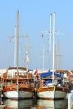 Belle vue de marina, bateaux à voiles dans le port Image stock