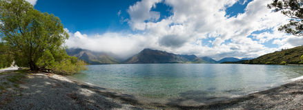 Belle vue de panorama de lac et de montagne, Queenstown, île du sud, Nouvelle Zélande Photo stock
