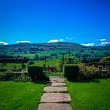 Belle vue de paysage avec les cieux bleus photos libres de droits