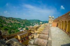 Belle vue de paysage d'Amber Fort et quelques dessus de toit des bâtiments, près de Jaipur au Ràjasthàn, Inde Fort ambre Photo libre de droits