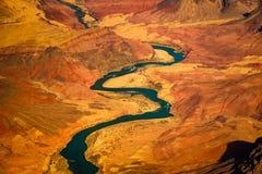 Belle vue de paysage du fleuve Colorado incurvé en canyon grand photos stock