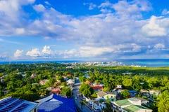 Belle vue de paysage de la ville de San Andres Island Colombia et mer des Caraïbes Amérique du Sud photo stock