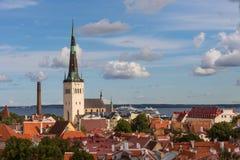 Belle vue de paysage urbain panoramique aérien de vieille ville à Tallinn en été, Estonie image libre de droits